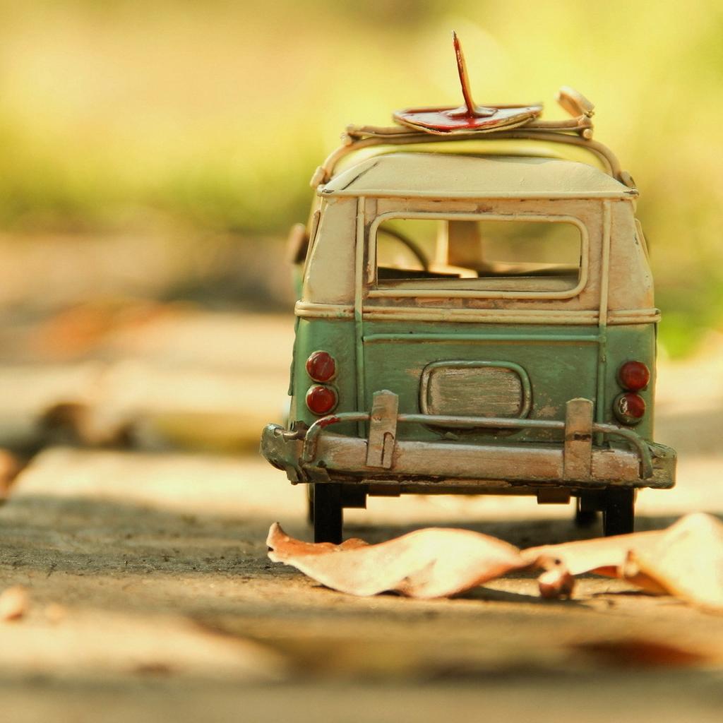 Vintage-Volkswagen-Toy-iPad-wallpaper-ilikewallpaper_com
