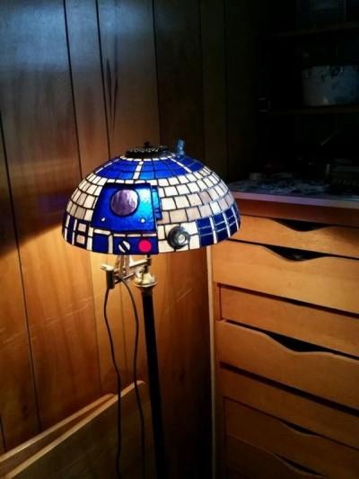 R2-D2型ステンドグラスのランプシェード