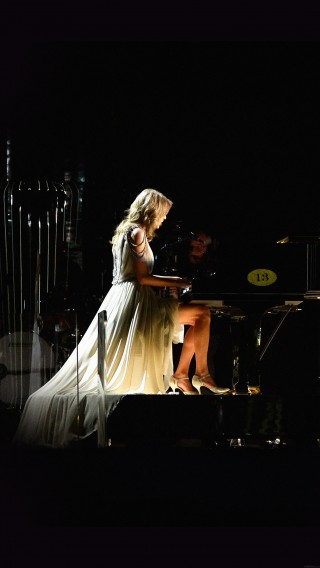 papers.co-hb40-wallpaper-taylor-swift-piano-concert-woman-music-34-iphone6-plus-wallpaper