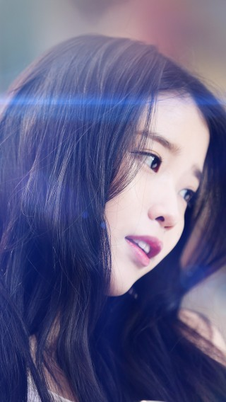 papers.co-hf78-iu-kpop-beauty-girl-singer-blue-flare-34-iphone6-plus-wallpaper