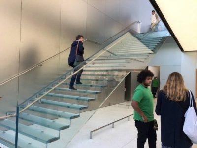 【】新しいサンフランシスコApple Storeの豪華なガラスの階段の費用は1億円! | Apple Products Fan 他 (2016/5/30) #applejp