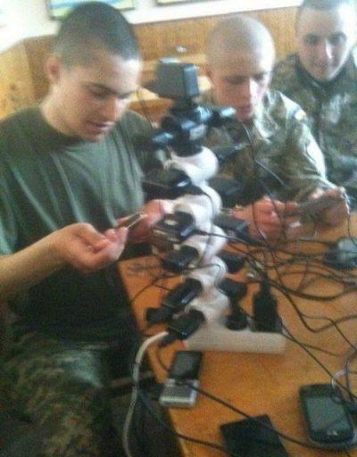 想像を逸脱するロシア軍人の電源タップタワーwwwww