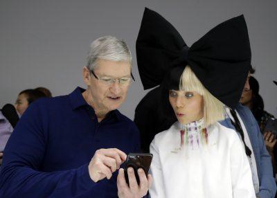 Appleティム・クックCEOがアップル株約500万ドル相当を慈善団体に寄付